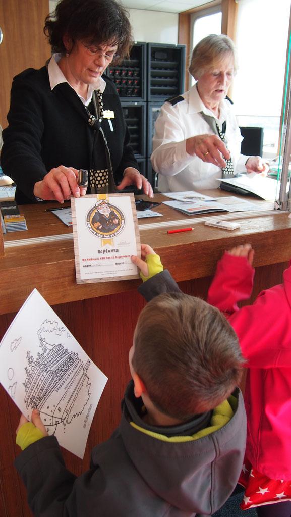 Diploma uitreiking na afloop van de tour. Met moeite rukken we ons los van het schip....