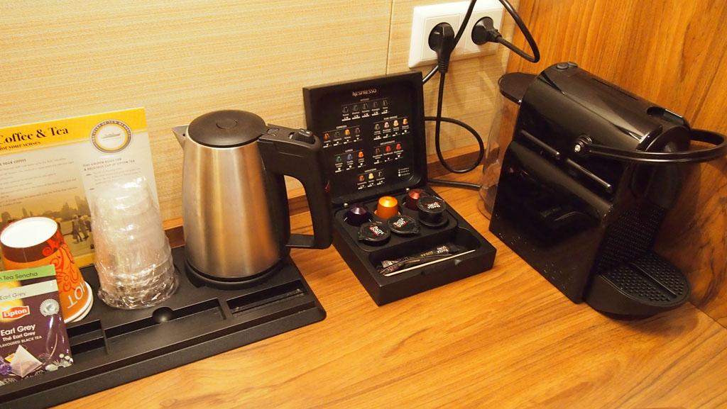 Nespresso en thee op de kamer.