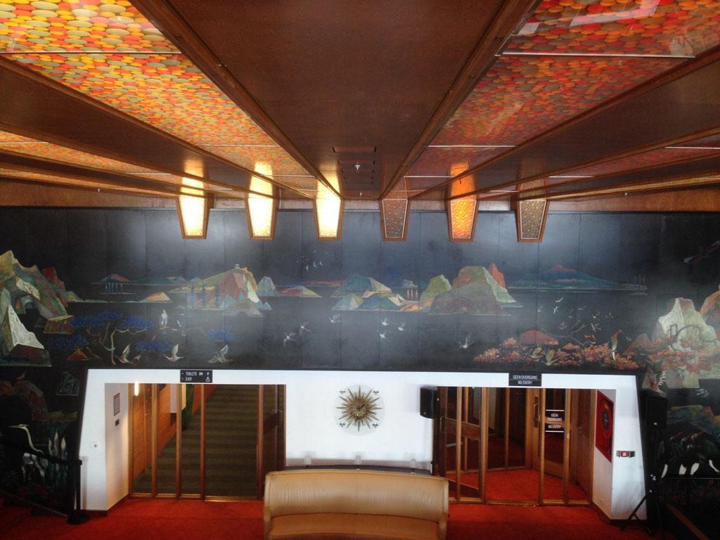 De danszaal met vooral een prachtige wand en plafond. Door het verhaal van de medewerkers was het ook voor de kinderen leuk.