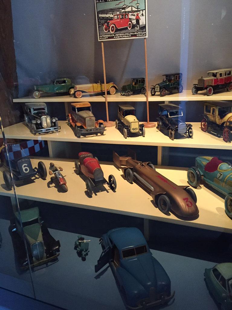 Oude speelgoedautootjes.