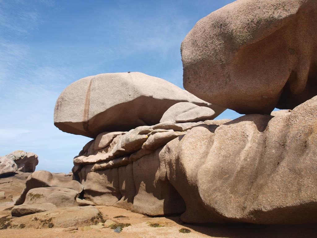 Prachtig gevormde granieten rotsen.