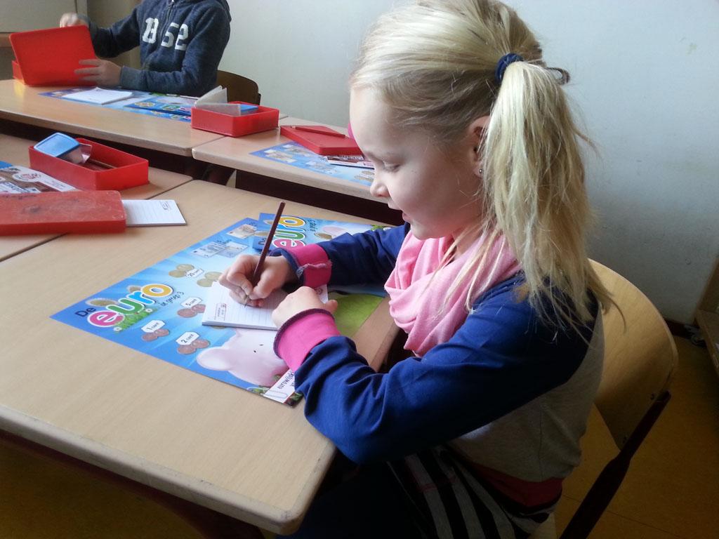 Tijdens de Week van het Geld gaf Daniëlle gastlessen over geld bij haar dochter op school.