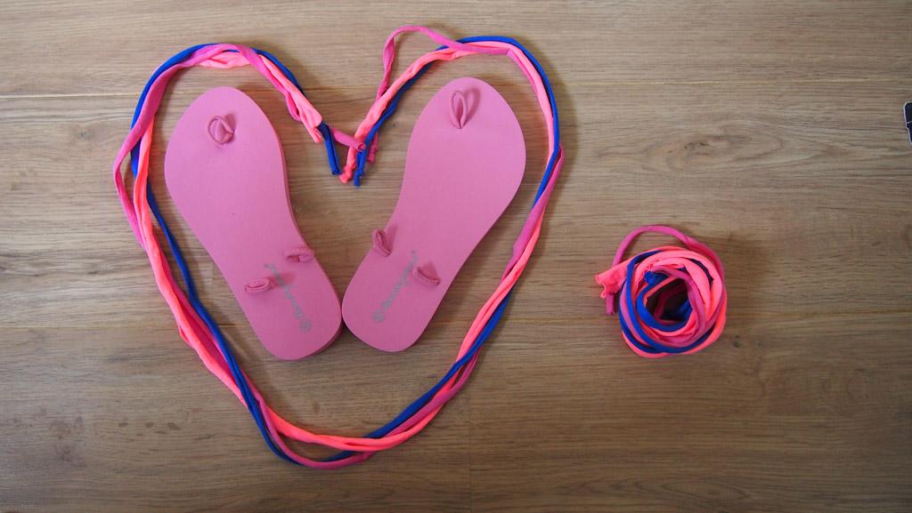 Maureen koos voor een trio bandjes in roze, roze en blauw.