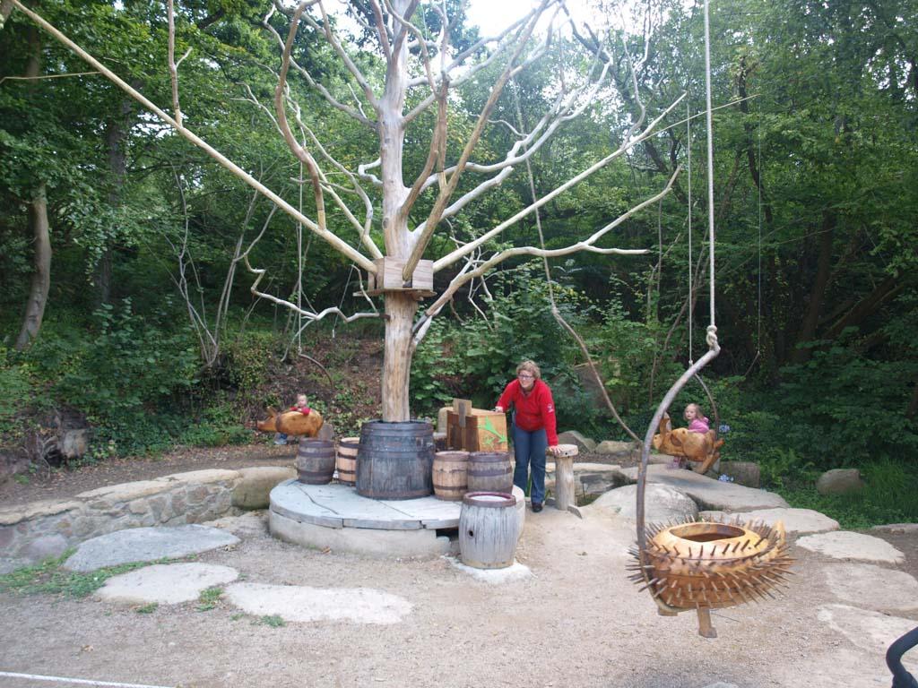 Een draaimolen van hout in het Gallische dorp.