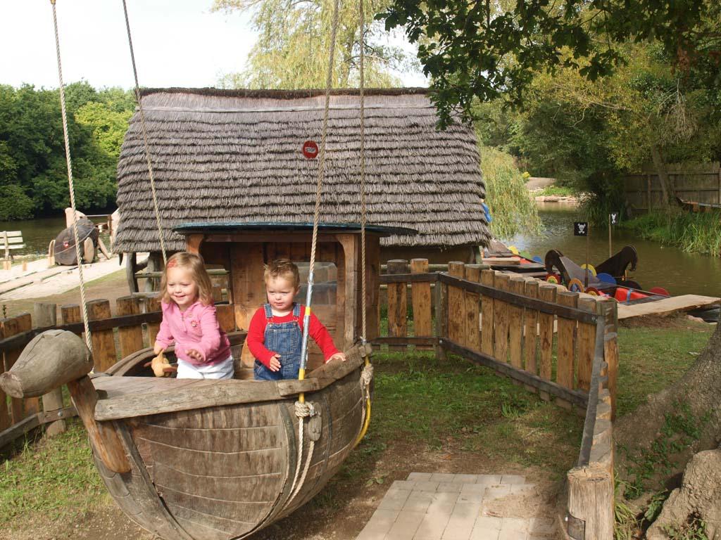 Schommelboot in het Gallisch dorpje.