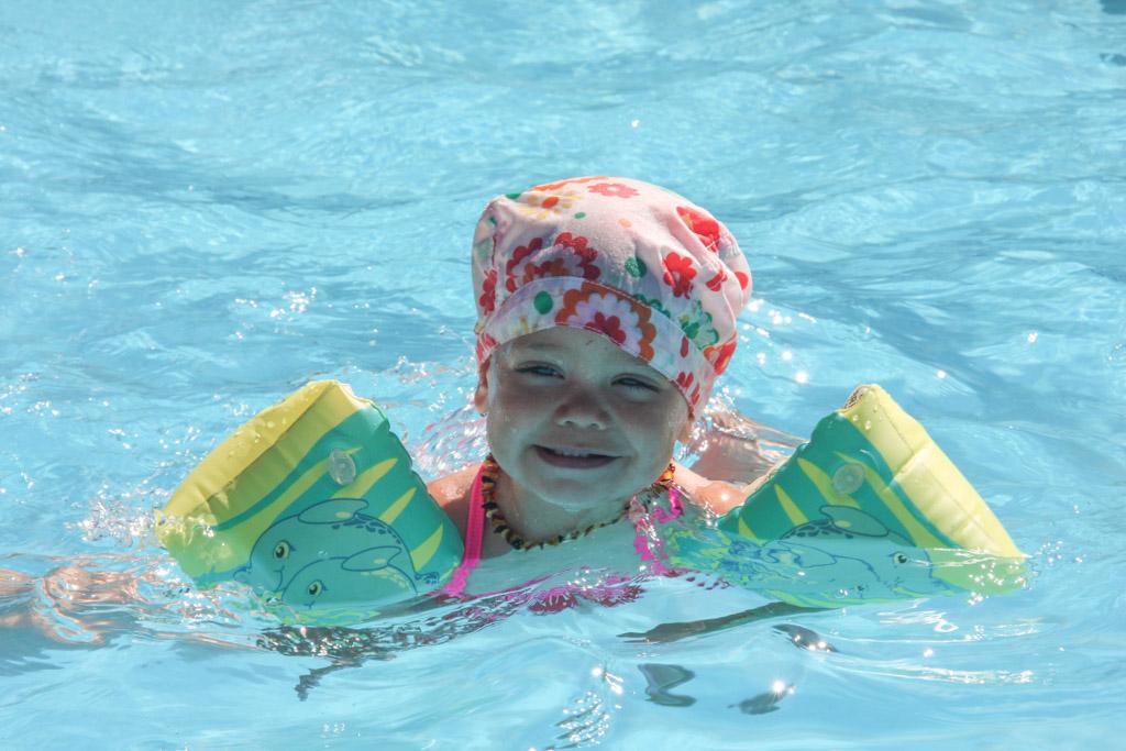 Heerlijke verkoeling in het zwembad.