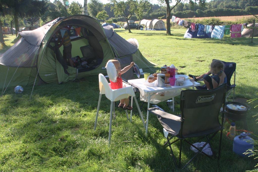 Een fijn plekje op het tentenveld van Camping Auf Kengert in Luxemburg.