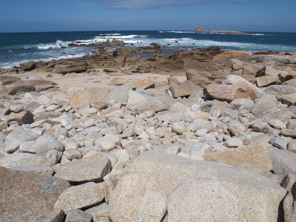 Het spel tussen water en stenen blijft boeiend om naar te kijken.