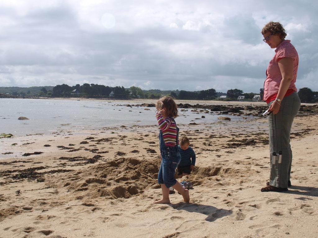Spelen met zand. Altijd een succesnummer bij kinderen.