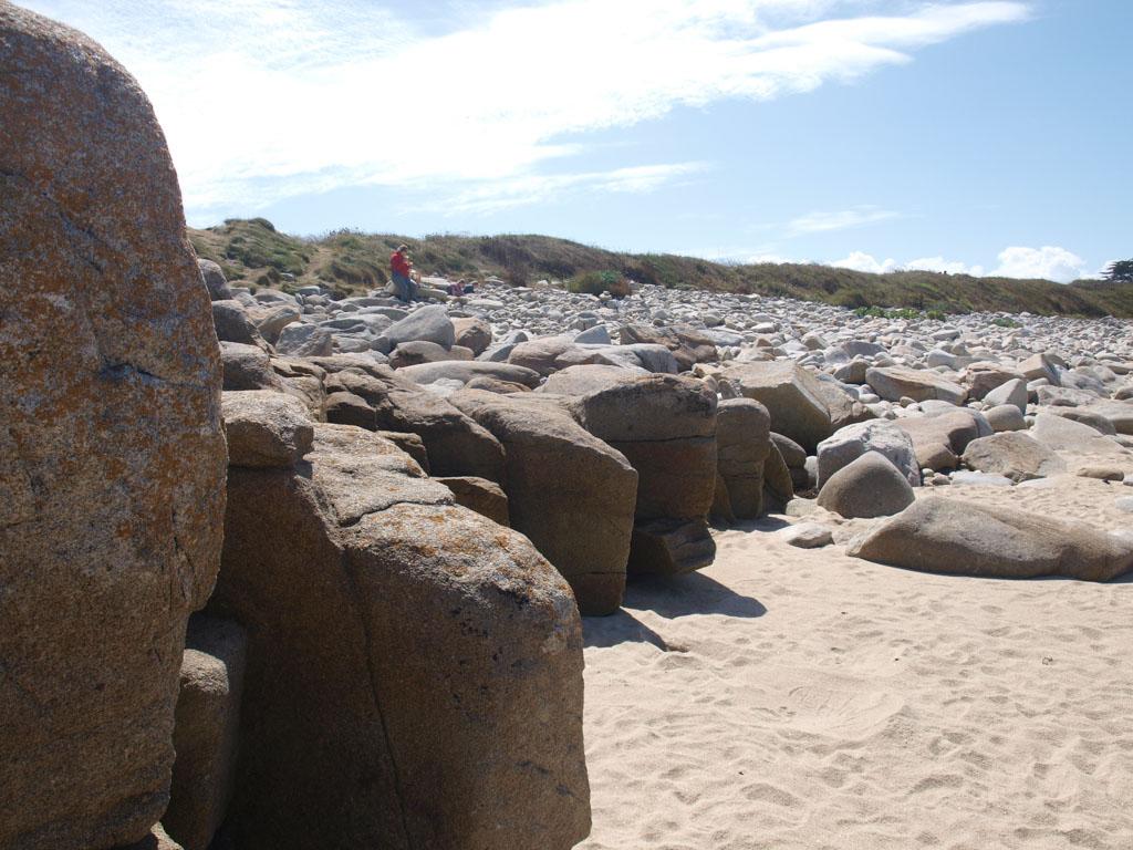 Rotsen en zand.