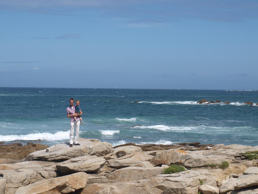 Gerard en Camiel klimmen het verst over de rotsen.