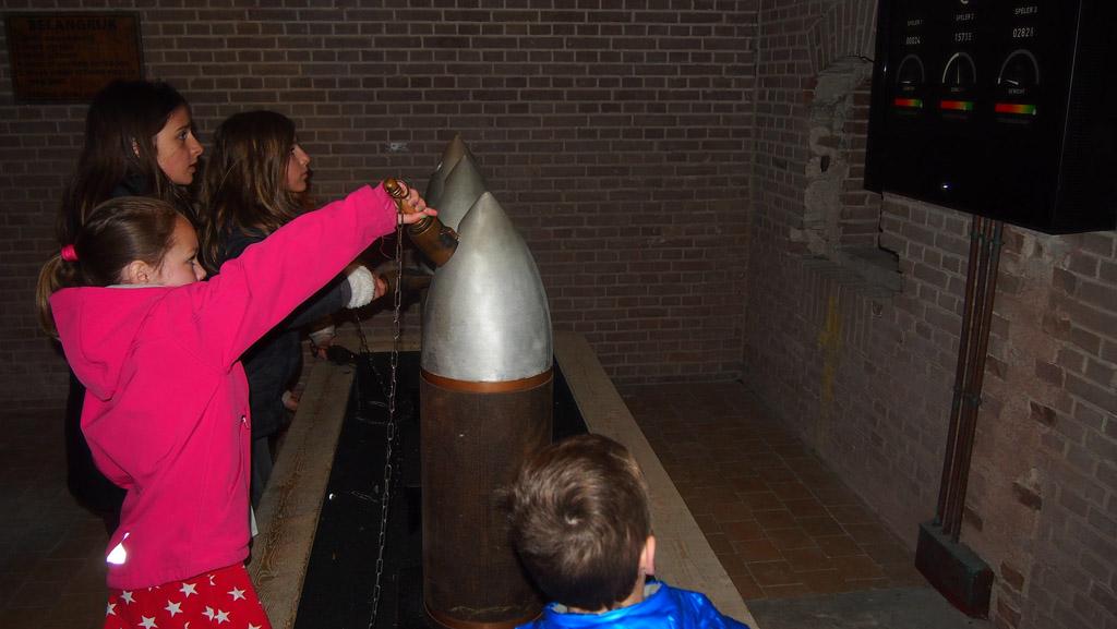 Raketten vullen met buskruit: snel en nauwkeurig.
