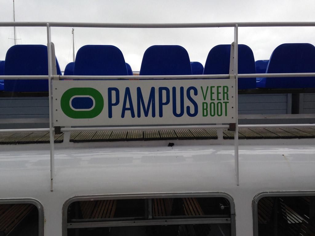 De veerboot naar Pampus ligt al klaar.