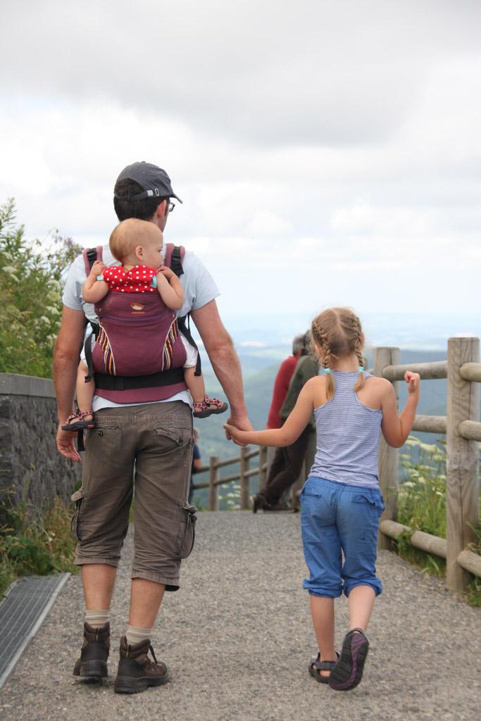 Op de top van de Puy de Dôme wandelen.