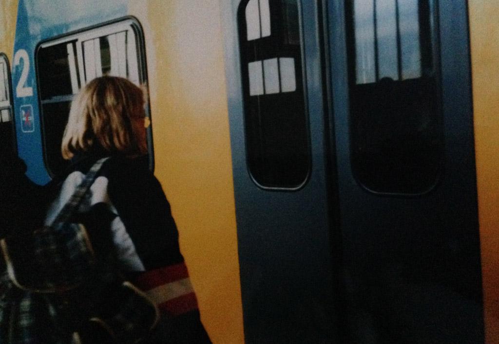 1996: met de trein op weg naar het Farmcamp in Engeland.