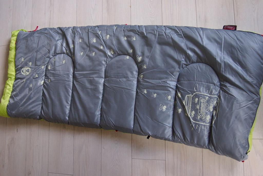 De bovenkant van de slaapzak met de 'Glow in the Dark'-print.