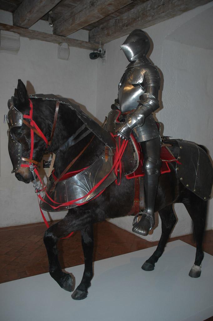 Een stoere ridder in Chateau de Castelnaud.
