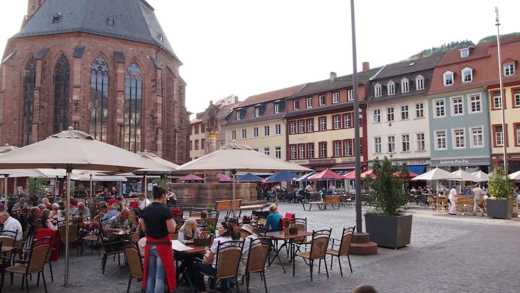 In Heidelberg zijn veel terrasjes te vinden.