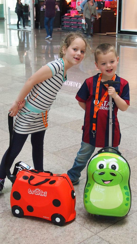 Het testteam: twee happy kids met hun eigen koffertjes.