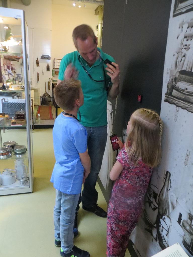 Audiotour activeren bij het Museum van de 20e eeuw.