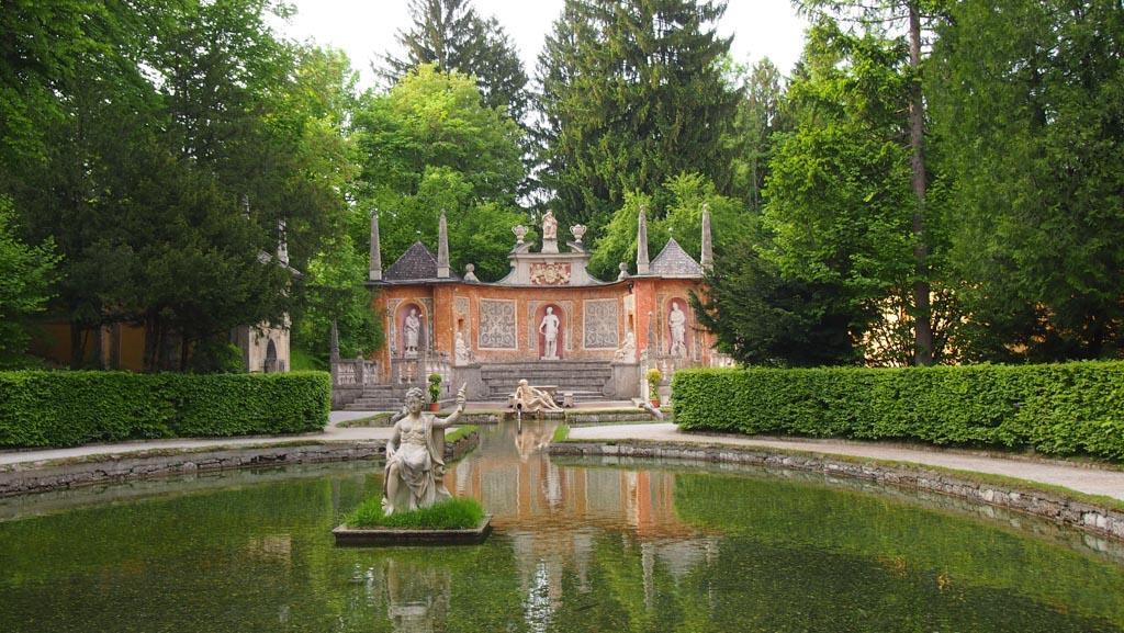 Wasserspiele in Hellbrunn. Het ziet er onschuldig uit, maar je wordt verrast!