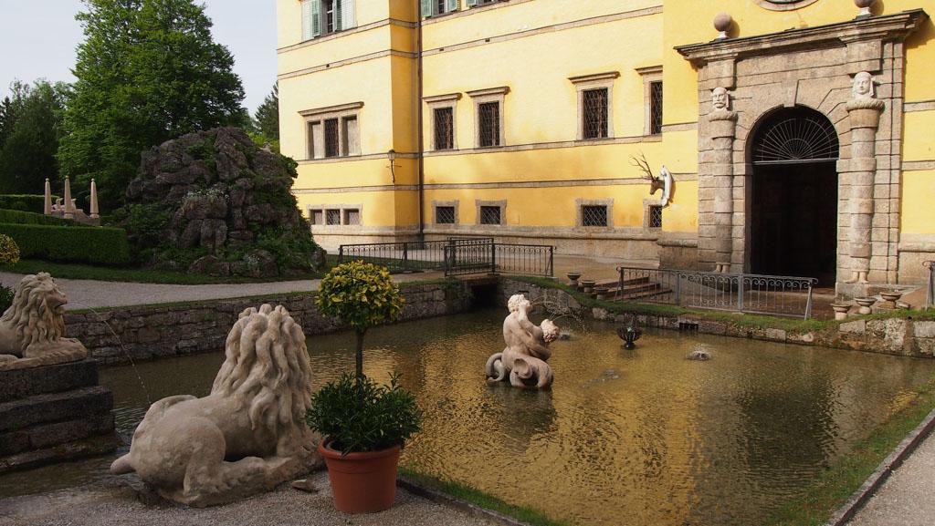 Los van de verrassende fonteinen is de tuin ook gewoon mooi om te zien.