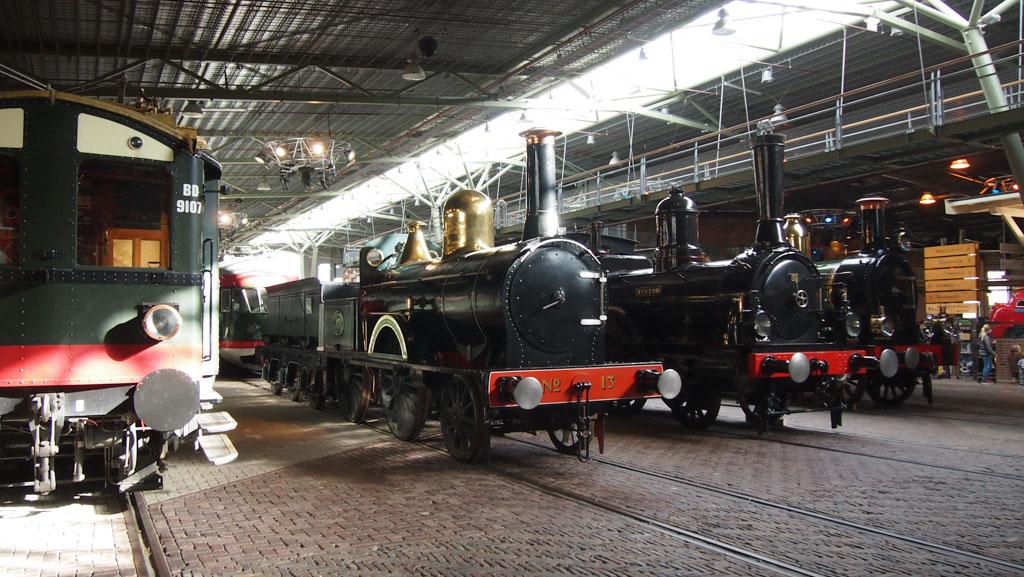 Spoowegmuseum met kids treinen kijken