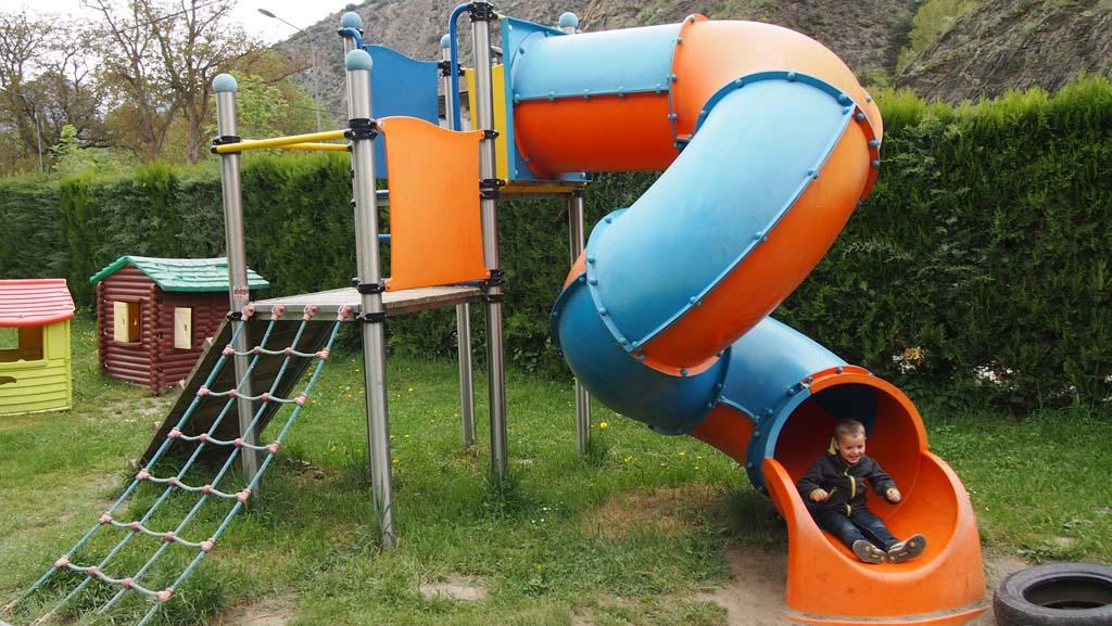 De speeltuin aan de voorkant van Nou Camping.