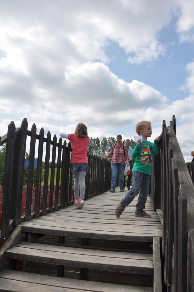 Vanaf de brug kijken waar je heen moet (en dan de route proberen te onthouden....).