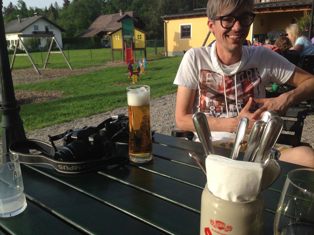 Met een biertje in de zon.
