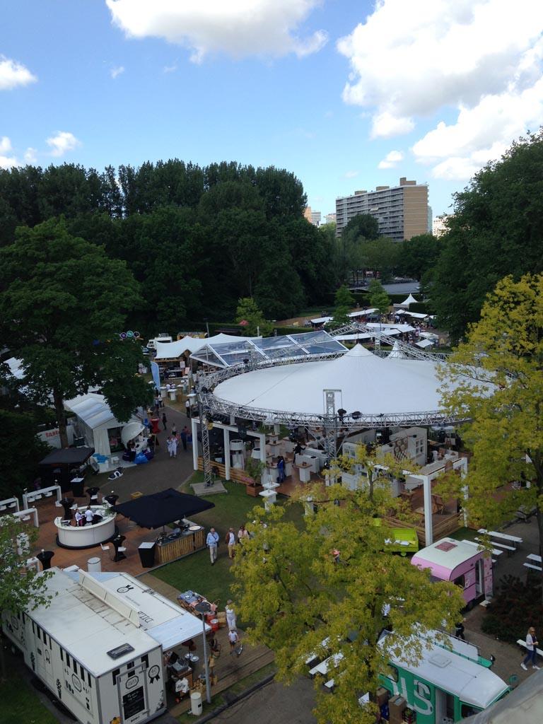 Uitzicht over het food festival terrein.
