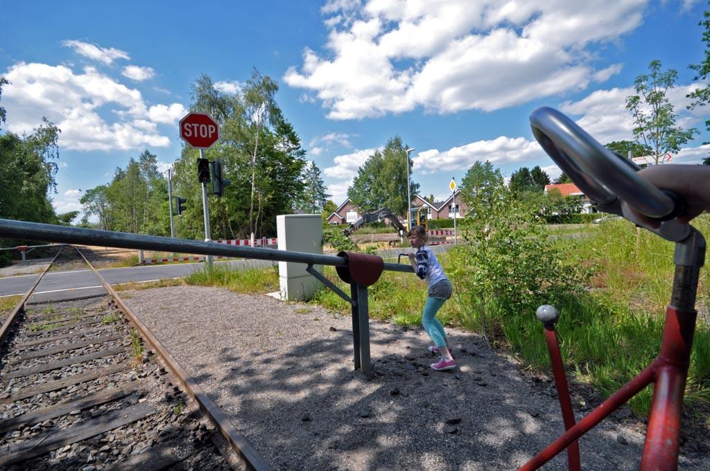 Gelukkig kom je genoeg spoorbomen tegen, dus de kinderen kunnen om en om aan het werk.
