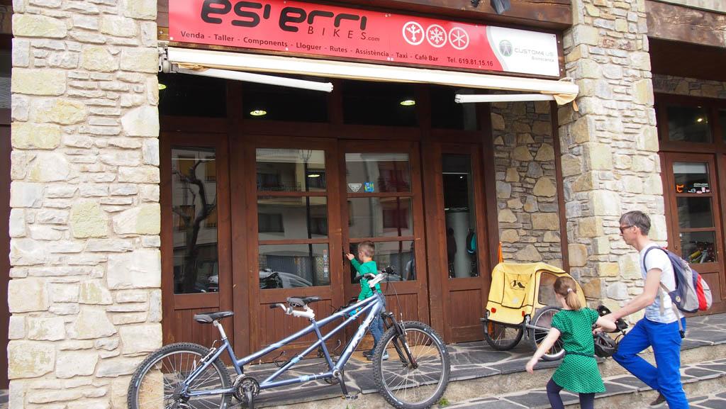 Esierri Bikes, hier huurden we onze fietsen.