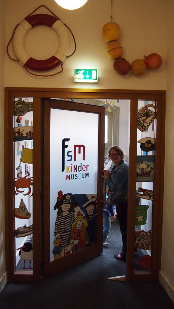 Achter deze deur begin het kindermuseum van het Fries Scheepvaart Museum.
