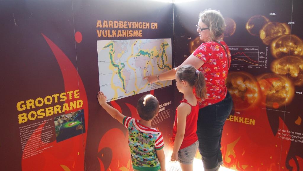 Bij het onderdeel vuur leren we van alles over vulkanen.