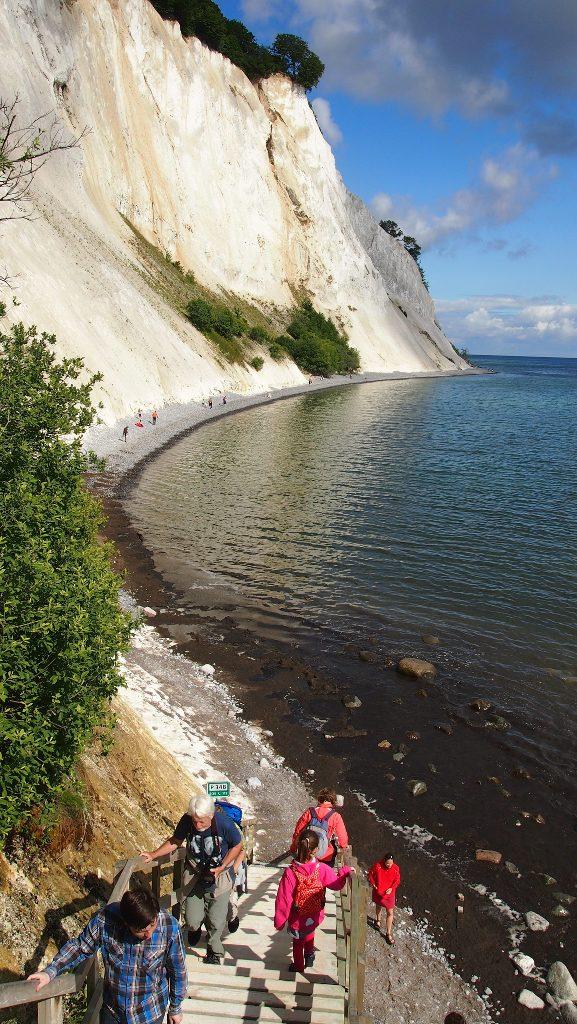 Indrukwekkend.... Zien jullie hoe hoog de rotsen zijn?