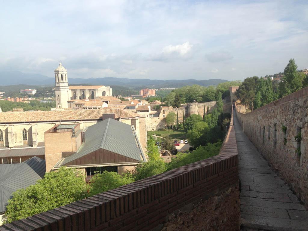 Wandelen over de stadsmuur.