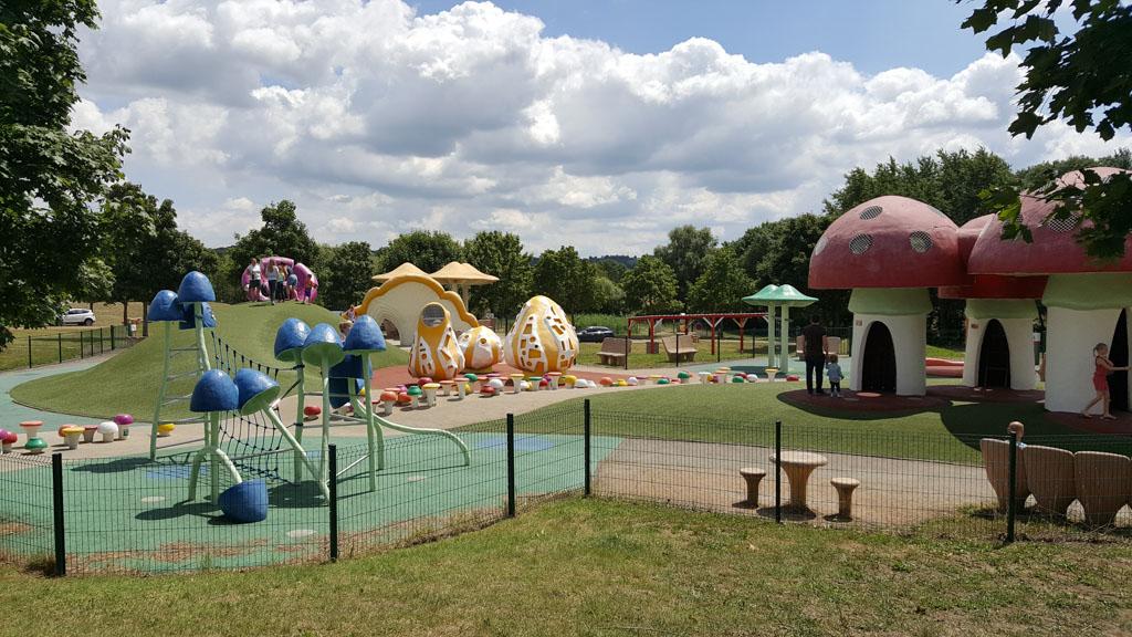 Glijbanen, klimrekken, verstopplekken. Aire de Jugy is de mooiste speeltuin van alle Aires in Frankrijk.
