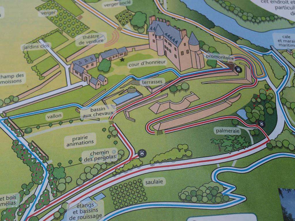 Het kasteel met de tuin en de routes.