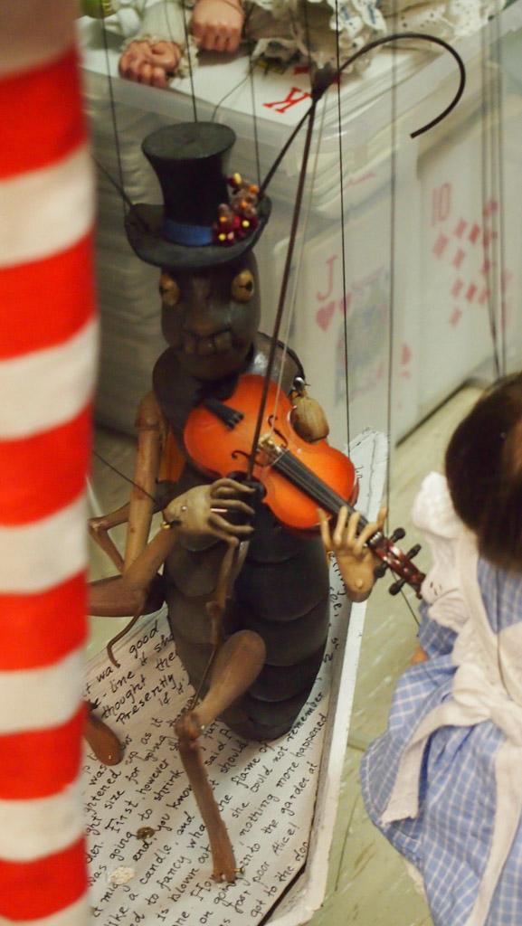 De vioolspelende sprinkhaan.
