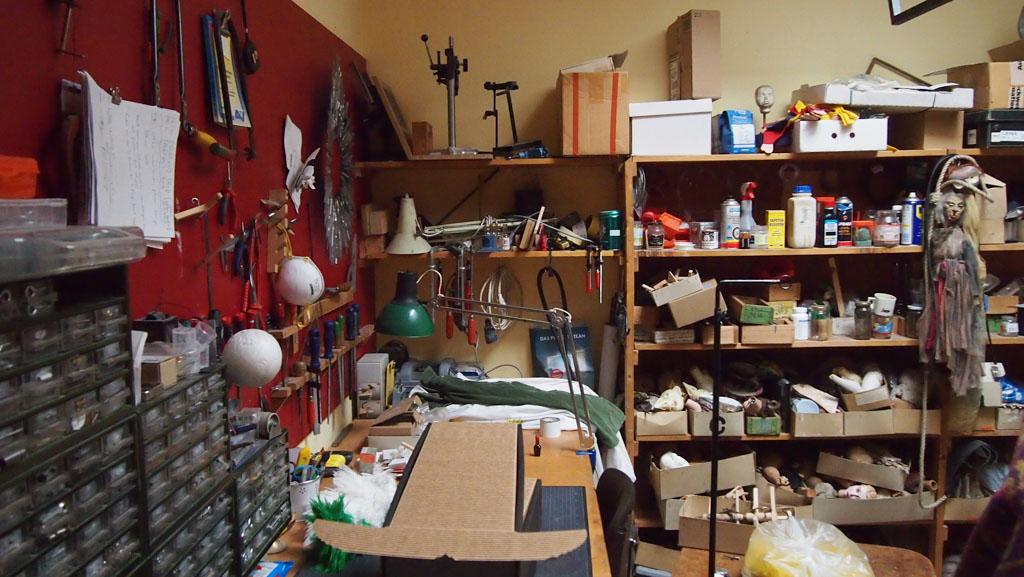 Het atelier waar de poppen worden gemaakt.