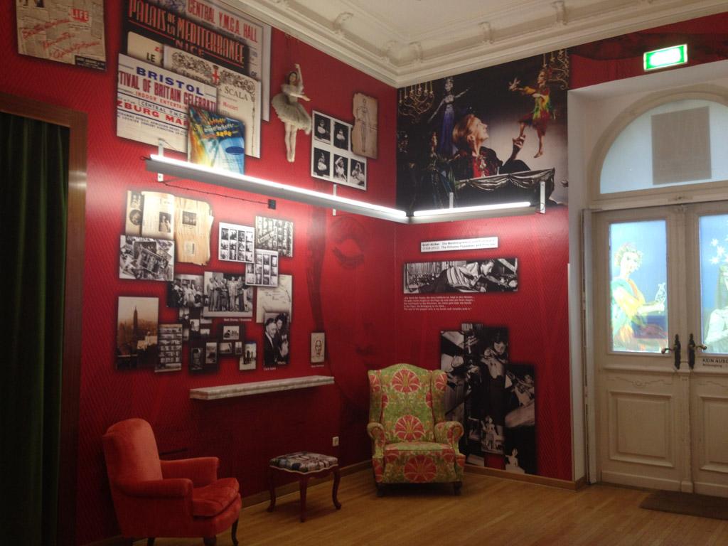 De prachtige foyer van het theater.