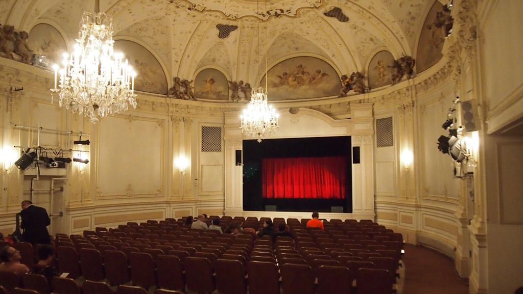 Een echte klassieke theaterzaal.