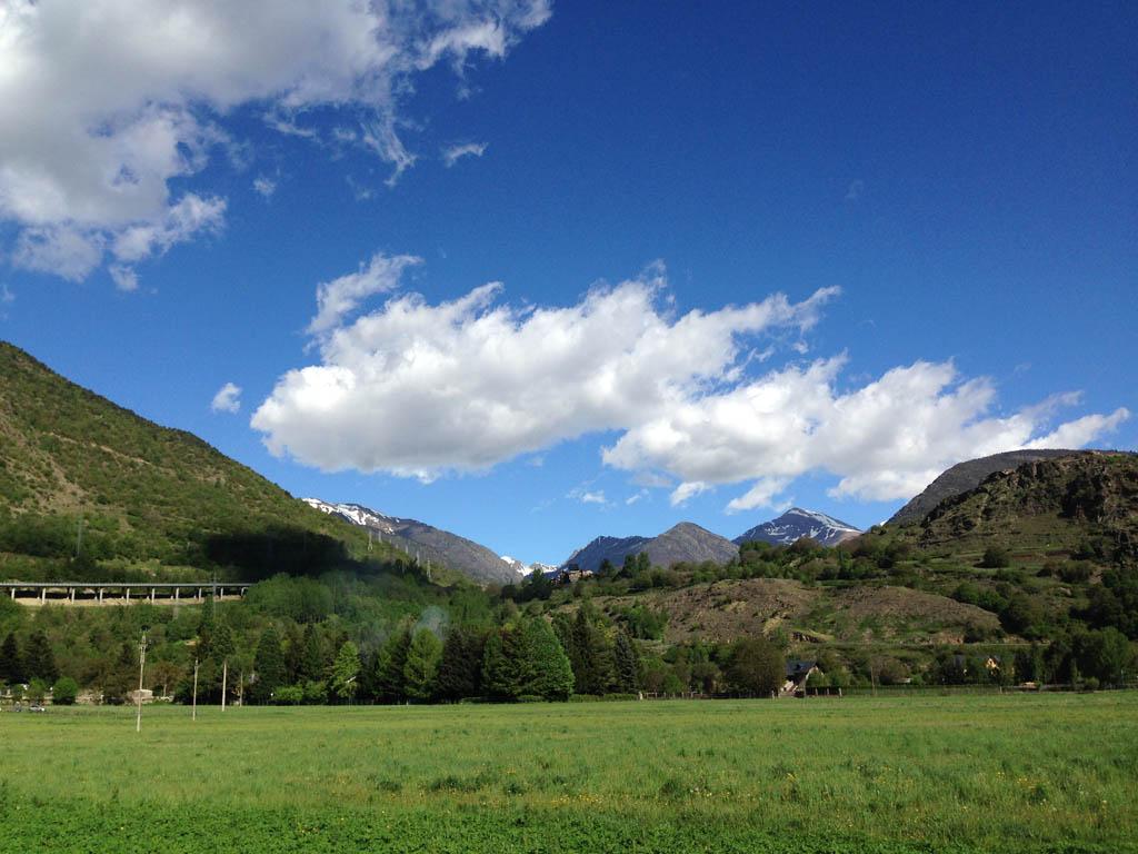 Pony- en paardrijden in de Pyreneeën kan je in dit prachtige landschap doen.