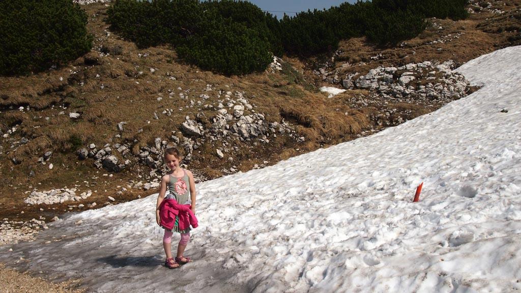 Aan de rand van de sneeuwvlakte. Met gewoon een zomers hemdje aan.