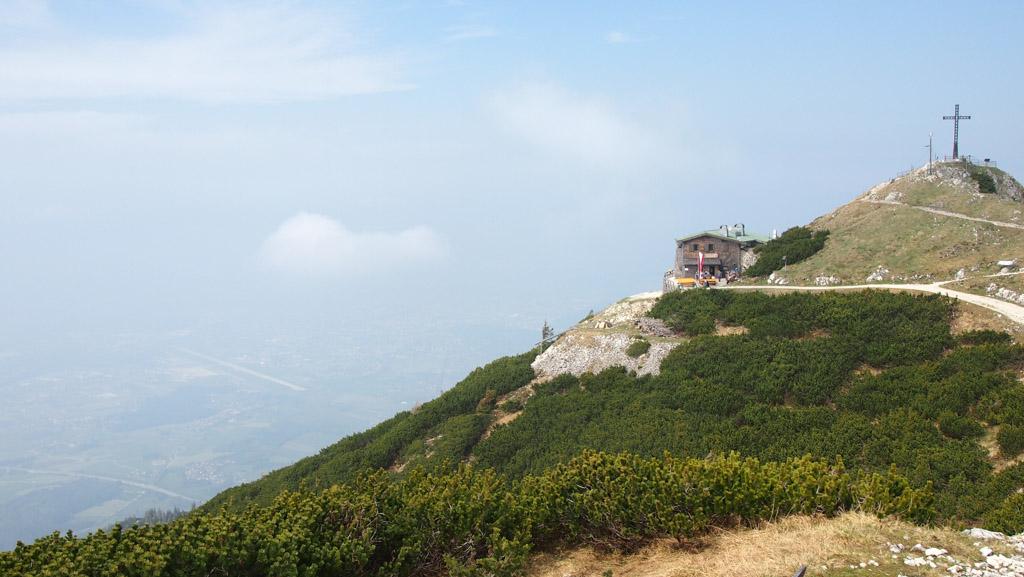De Untersberg met het hoogste punt en het station van de kabelbaan.