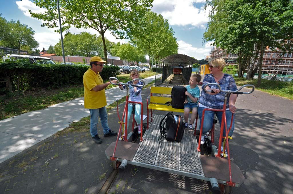 Klaar voor de fietstocht op de fietslorrie.