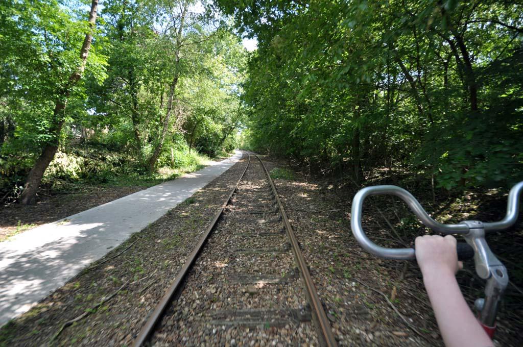 De omgeving is mooi en bijzonder om vanaf het spoor te bekijken.