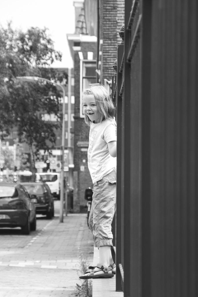 Zwart wit doet het ook goed als je een foto maakt van je kind in de omgeving.