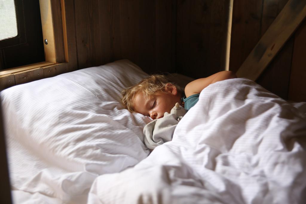 Heerlijk slapen in het bed in de kast.